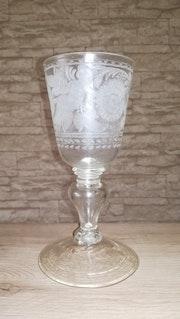 Pokal mit Vogel und Putti, Südböhmen, um 1710-20..