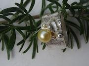 Bague «Naissance d'une perle». Christine Richard
