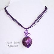 Pendentif lentille pailleté violet métallic.
