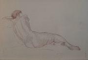 Femme nue appuyée, vue de côté.
