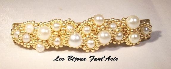 Barrette tissée en perles de verre nacrée blanche et dorée. M. A. L. B. F. A Agnèsm