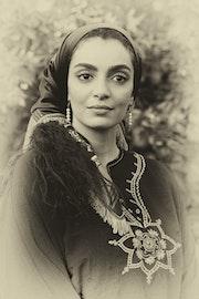 Portrait de Mariam Mimi Amiar, actrice et chercheure en biologie marine. Transafrik Art Galerie