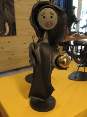 Lady with the Golden Globe. Galerie-Margot. Fr
