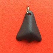 Pendentif nez en porcelaine noire. Anne Millot