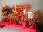 Rose design desktop stand.