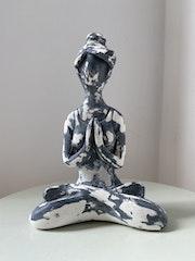 Escultura Yogi. Joy