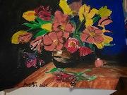 Des fleurs dans un vase acrylique. Jean-Louis Majerus