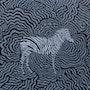 Le zèbre étalon dans les ondulations du troupeau. Fk