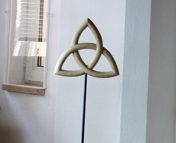 Triquetra sculpture wood plastic sculptura Trinity trinitas linden wood. Paulus14September Paulus14September