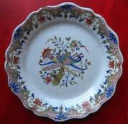 Platte mit Polychrome Decor xviiii - Rouen. Art Versailles