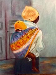 Jeune femme portant son bébé.