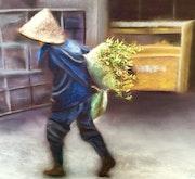 Chinoise portant une brassée de plantes.