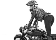 Femme motard. P Fort