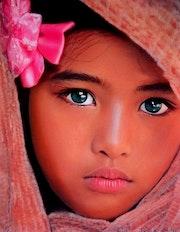 India - tableau pastel sec portrait enfant ethnique. Diva Divine
