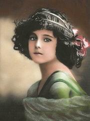 Léonie - tableau pastel sec portrait enfant romantique.