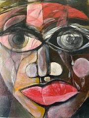 Mujer con luz en la cara.