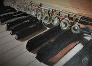 Flûte sur piano.