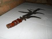 Arme de guerre et canne du roi de royaume zande du 9ième siècle A. P. J-c. Eric Mange Saba