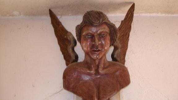 Anjo entalhado em madeira muito antigo ! ! ! !. Alberto Alberto Pereira Alberto
