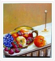 Stilleben: Äpfel, Orangen, Trauben, Erdbeeren und Bananen. Monique Martin