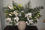 Composition florale Lys et margerites.