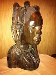 Busto de mujer africana en Ébano. Claude Spies