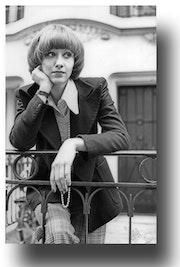 Una mujer en su ventana. Gilles Bizé