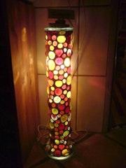 Lámpara de pie de Kamelle.