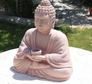 Bouddha en grès roux chamotté.