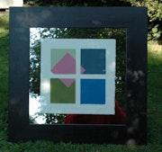 Carré rose encadré entre verre et miroir cadre sombre. Philippe Garnier De La Baudinière