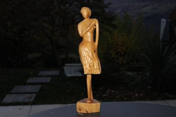 Femme fragile - et robe légère. Bernard Max Bernard Max