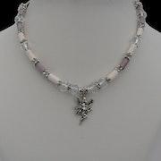 Fée aux perles en porcelaine blanches, parmes et cristaux. D'Anna Catherine