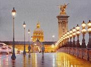 L'Esplanade des Invalides la nuit.
