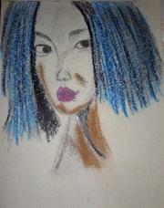 Femme aux cheveux bleus.