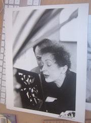 Edith Piaf lisant une partition. Lydia Lasota