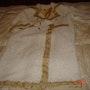 Abrigo blanco y dorado de lana. Marta Arberas