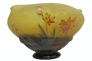 Daum Brothers, great bowl on « piédouche » with nature decorations.. Concept Antiques