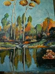 Paysage en automne au bord d'un petit lac.