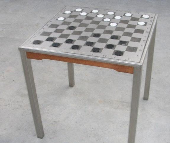 Table de jeu matière mixte (inox et bois).  Ludosculpture (Ls)