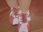 Les «chaussons rouges» ? Non ! Les chaussures rouges d'Esteban!.