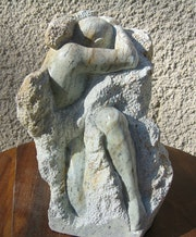 De alto relieve en piedra «la lucha».