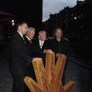 Helping Hands - Sculpture Joerg Plickat. Peter Niehusen