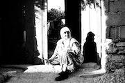 Mujer turca a la puerta. Arnaud Dubois
