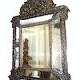 Antiker kupfer geschmiedter spiegel im alt barock. Piper