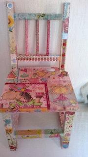 Petite chaise décor pour enfant.