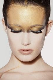 Beautiful Portrait in Gold. Flavia Raddavero Photographer