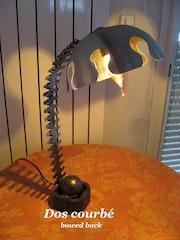 Lampe «dos courbé».