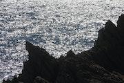 Reflets du soleil couchant sur la mer.