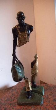 «Viajero» escultura moderna en metal- «traveler» modern metal sculpture. Regulo