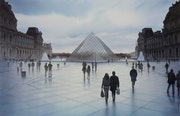 Songe sur la Pyramide du Louvre.